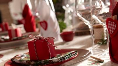 Réaliser une jolie table de Noël pour un repas en famille sublimé