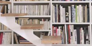Zoom sur des décorateurs d'intérieur qui aiment les escaliers