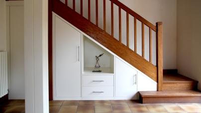 Mais que cache la porte sous escalier?