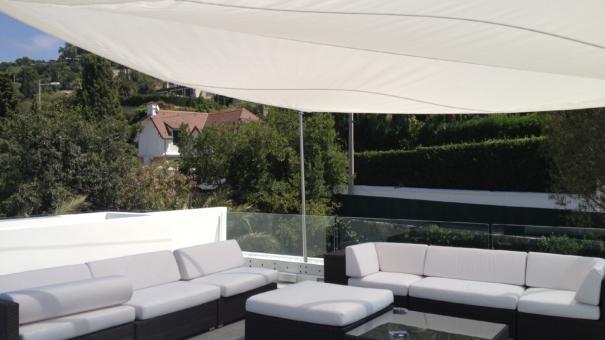 La voile d'ombrage : l'accessoire terrasse idéal pour passer l'été au frais