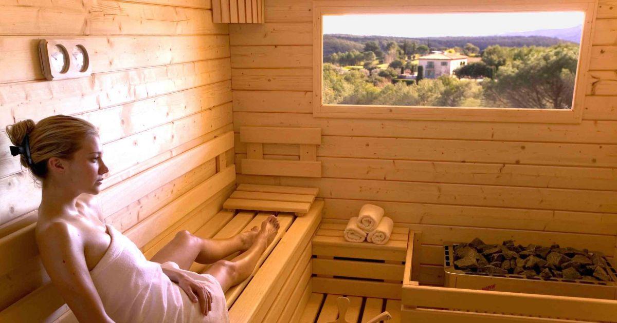 sauna vapeur voici pourquoi il vous en faut un absolument. Black Bedroom Furniture Sets. Home Design Ideas