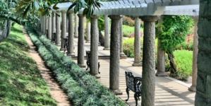 Histoire de la pergola: du bois en Italie à la pergola alu à lames orientables