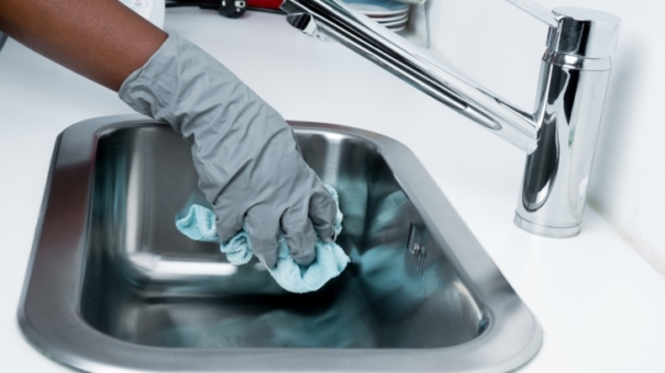 Confier les travaux de ménage à un professionnel