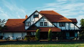 Personnaliser l'esthétique du domicile avec la menuiserie sur mesure mixte