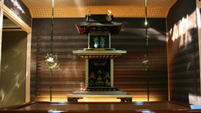 Quels meubles et objets pour une déco asiatique, un katana ?