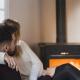 Poêle à bois ou poêle à granulés : lequel vous chauffera le plus efficacement cet hiver ?