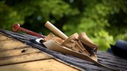 Que faut-il faire en cas d'infiltration d'eau dans un toit plat ?