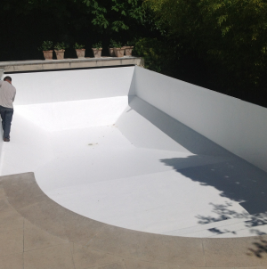 La rénovation piscine par polyester, fibre de verre et gelcoat