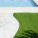 Gazon synthétique : les accessoires de pose indispensables