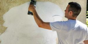 Comment crépir au rouleau un mur à l'intérieur?