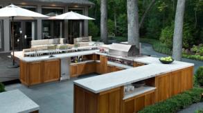 Rénovation de cuisine : astuces pour aménager convenablement votre cuisine extérieure pour les barbecues